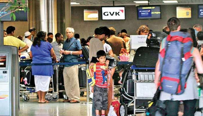 फ्लाइट में है देरी तो न हों परेशान, एयरपोर्ट पर पीएं कॉफी, खर्च उठाएगी बीमा कंपनी