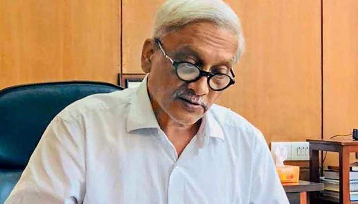 बीमार मनोहर पर्रिकर की सेहत को लेकर PM मोदी चिंतित, गोवा से दिल्ली लाने के लिए भेजा विशेष विमान