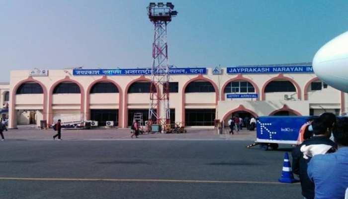 पटना एयरपोर्ट पर एक ही नाम के तीन पहचान पत्र के साथ एक महिला और पुरुष गिरफ्तार