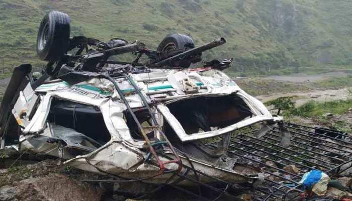 शिमला में दर्दनाक हादसा, गहरी खाई में जीप गिरने से 13 लोगों की मौत