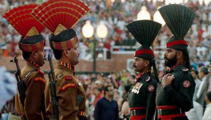 28,000 अरब रुपये के कर्ज में डूबा है पाकिस्तान और सेना बोली, 'हम भारत से युद्ध को तैयार'