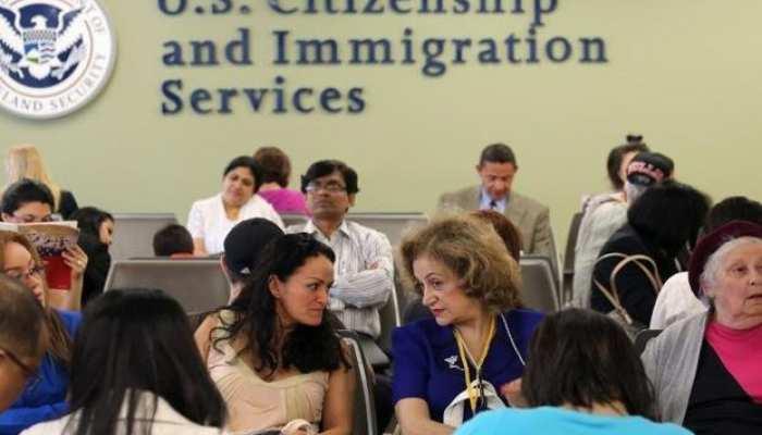 अमेरिका: ग्रीन कार्ड पाने की चाह रखने वालो पर ट्रंप प्रशासन सख्त, छोड़ना होगा सरकारी सहायता का लाभ