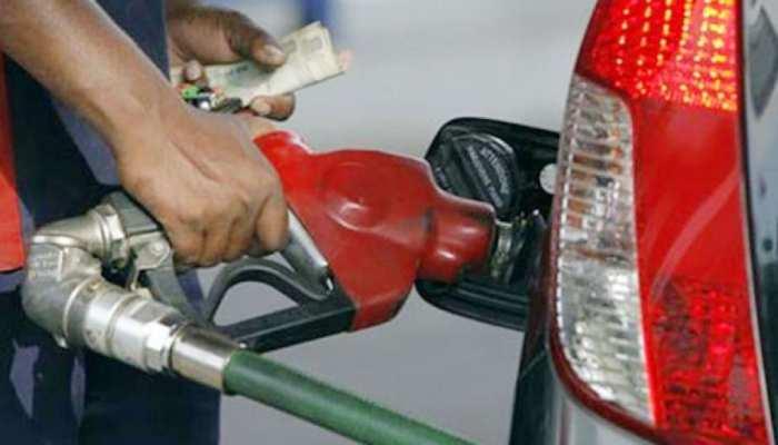 मुंबई में पेट्रोल के दाम 90 रुपये/लीटर के पार, दिल्ली में भी कीमतों ने तोड़ा रिकॉर्ड