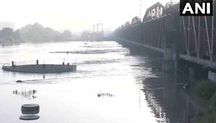 दिल्ली में ऊफान पर यमुना नदी, हथिनी कुंड बैराज से छोड़ा गया पानी