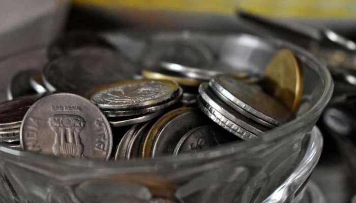 डॉलर के मुकाबले रुपये में आई मजबूती, फेडरल रिजर्व की बैठक पर हैं निगाहें