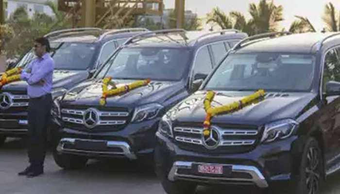 ईमानदारी का तोहफा, 25 साल कंपनी को दिए तो मालिक ने गिफ्ट की 3 करोड़ की मर्सिडीज बेंज