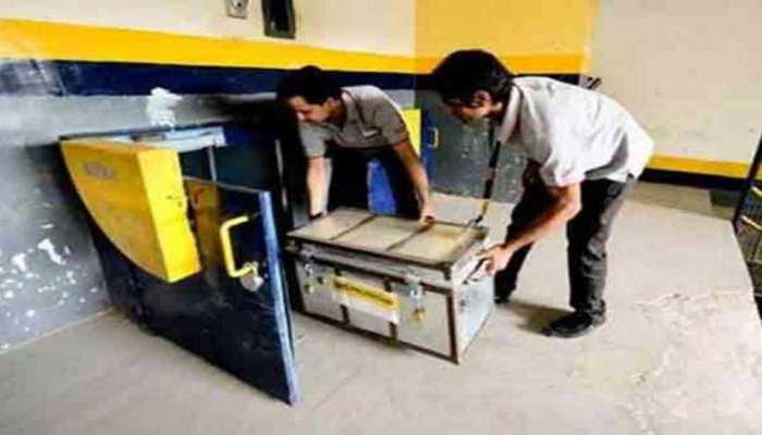 मुजफ्फरनगर: ATM से 18 लाख रुपए की चोरी के मामले में ओवरसीज बैंक का मैनेजर गिरफ्तार