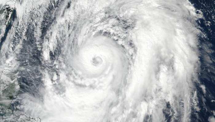 जापान: ओकीनावा में पहुंचा प्रचंड तूफान 'ट्रामी', कई घायल, हवाई उड़ानें भी रद्द
