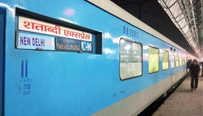 रेल यात्रियों के लिए बड़ी घोषणा, सभी रेलवे स्टेशनों पर मुफ्त मिलेगी ये आधुनिक सेवा