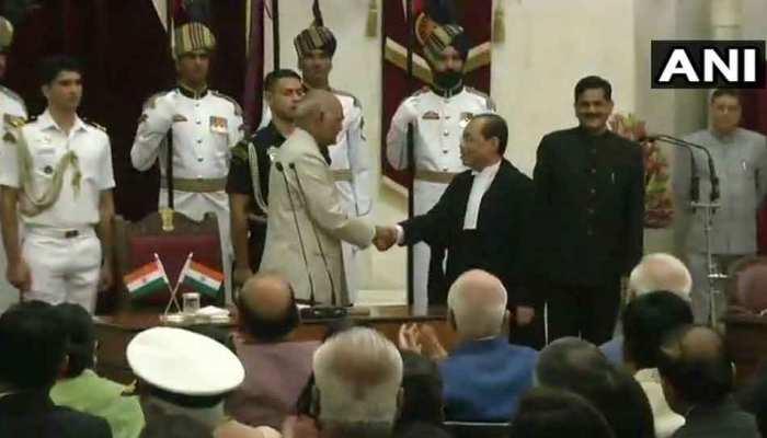 जस्टिस रंजन गोगोई ने भारत के 46वें प्रधान न्यायाधीश के तौर पर शपथ ली