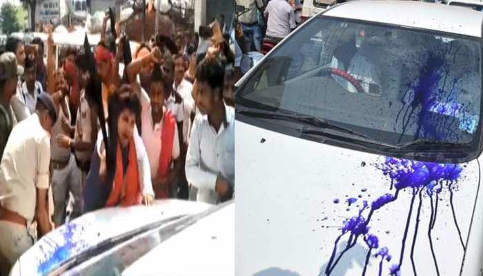 बिहारः बीजेपी नेता राम कृपाल यादव को दिखाया गया काला झंडा, गाड़ी पर फेंकी गई स्याही