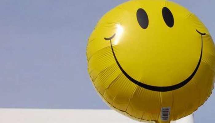 World Smile Day: 55 साल पहले नाराज कर्मचारियों को मनाने के लिए बनाई गई थी स्माइली