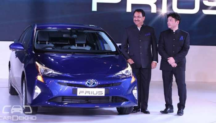 Toyota recalled 24 lac hybrid car from market after accident threat
