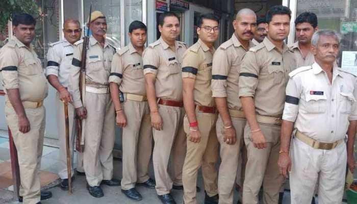 विवेक तिवारी मर्डरः आरोपी पुलिसकर्मी के समर्थन में सिपाहियों ने बांधी काली पट्टी, 3 निलंबित