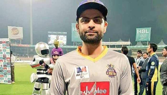 पाक क्रिकेट में पत्नियों के दो किस्से: हफीज ने शतक का श्रेय दिया, शहजाद ने बैन की वजह बताई