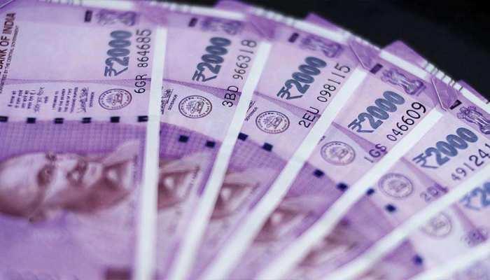 छह दिनों से रुपये में आती गिरावट पर लगा लगाम, डॉलर के मुकाबले 18 पैसे हुआ मजबूत