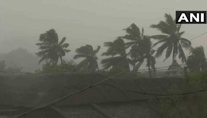 बंगाल की खाड़ी में उठा 'तितली' तूफ़ान, ओडिशा और आंध्र प्रदेश में मचाई तबाही, 2 की मौत
