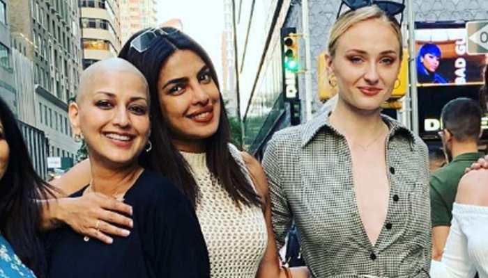 जानिए, न्यूयाॅॅर्क की सड़कों पर किसके साथ मस्ती कर रही हैं प्रियंका चोपड़ा और सोनाली बेंद्रे