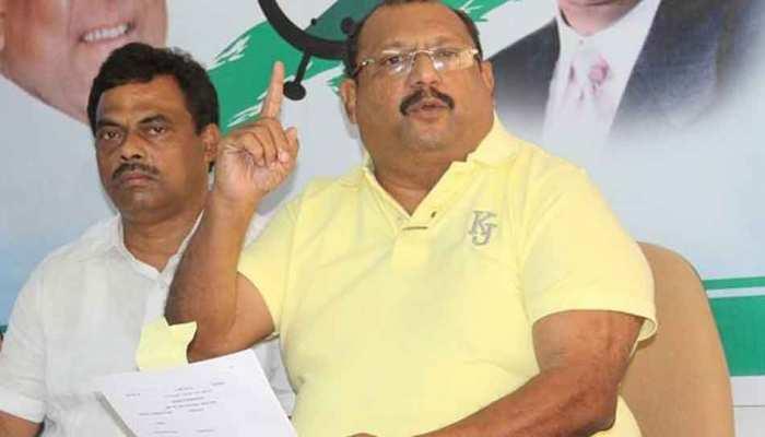 पर्रिकर पहुंचे गोवा, लेकिन सहयोगी 'गोवा फॉरवर्ड' के उपाध्यक्ष ने दिया इस्तीफा