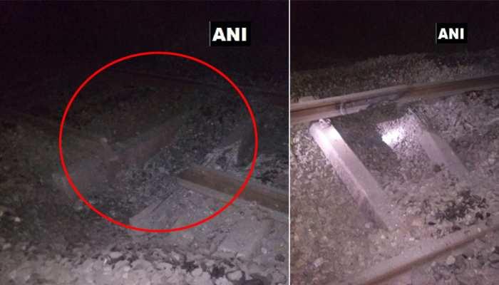 झारखंड : नक्सलियों ने उड़ाया रेलवे ट्रैक, गस्ती के कारण टला बड़ा हादसा