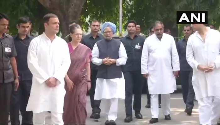 राहुल, मनमोहन और सोनिया ने एनडी तिवारी के घर पहुंचकर दी श्रद्धांजलि