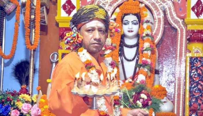 सीएम योगी ने गोरखनाथ मंदिर में विजयादशमी मनाई, कहा- उनके चरित्र से सीखने की जरूरत