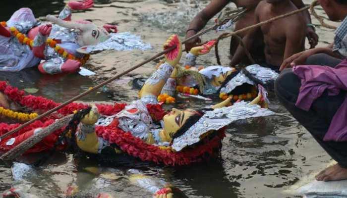 यूपी में दुर्गापूजा के दौरान हुईं कई झड़प, दो लोगों की मौत