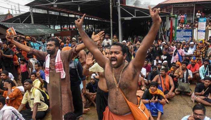 5वें दिन भी सबरीमाला मंदिर में महिलाएं नहीं कर सकीं प्रवेश, 4 को आधे रास्ते लौटना पड़ा