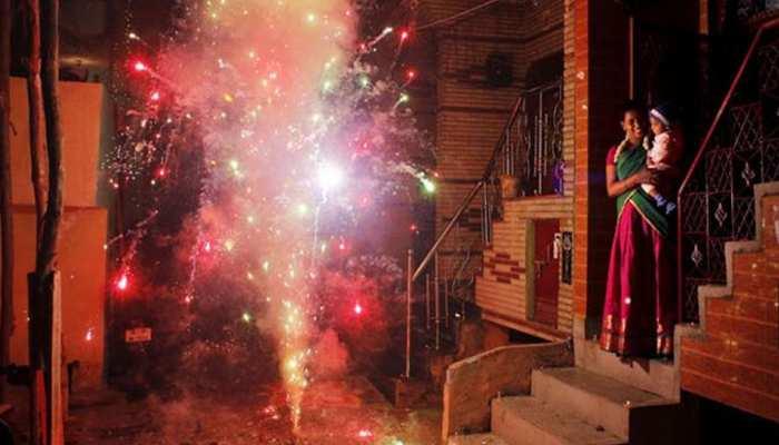 दिवाली पर फोड़ सकेंगे पटाखे, सुप्रीम कोर्ट ने शर्तों के साथ दी बिक्री की मंजूरी