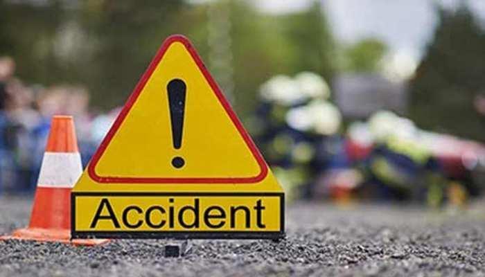 बिहार : छात्रों से भरी बस का ट्रक से भिडंत, 2 की मौत