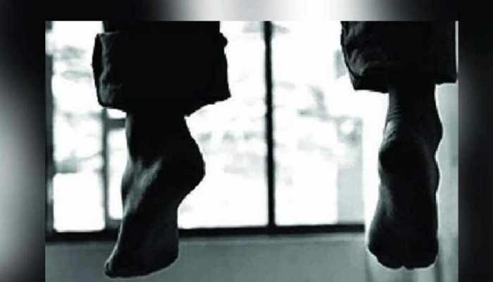 थाना परिसर में फांसी से लटका मिला शव, परिजनों ने लगाया हत्या आरोप
