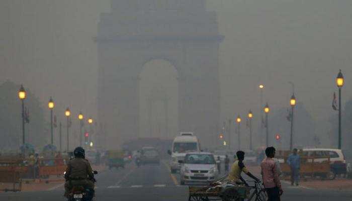 बढ़ते प्रदूषण से दिल्लीवालों का हाल बेहाल, मास्क का प्रयोग भी नाकाफी