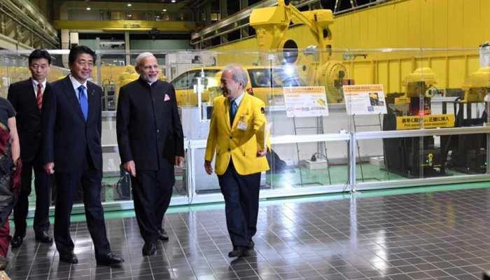 दो दिवसीय दौरे पर जापान पहुंचे PM मोदी, शिंजो आबे साथ किया औद्योगिक रोबोट कंपनी का दौरा