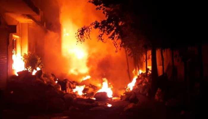 नोएडा में मेडिकल उपकरण बनाने वाली फैक्ट्री में लगी आग