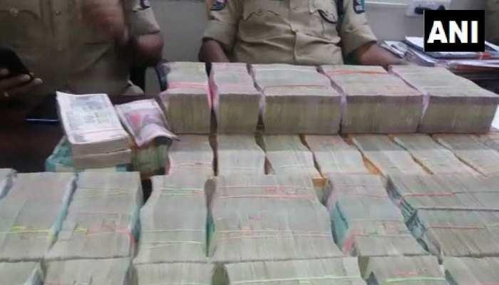 हैदराबाद में वाहन चेकिंग के दौरान 1.20 करोड़ कैश जब्त