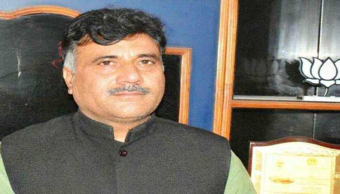 J&K: BJP नेता और उनके भाई की हत्या के बाद इलाके में लगा कर्फ्यू, इंटरनेट सेवा बंद