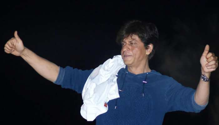 Shah Rukh Khan give thanks to fans on his birthday: See Pictures