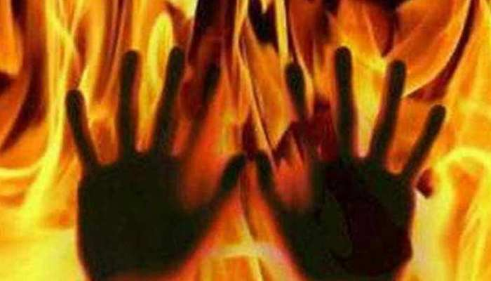 यूपी: लड़की भगाने के शक में युवक को जिंदा जलाने की कोशिश