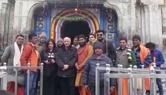 Filmmaker Mahesh Bhatt and actress Pooja Bhatt visited Baba Kedarnath