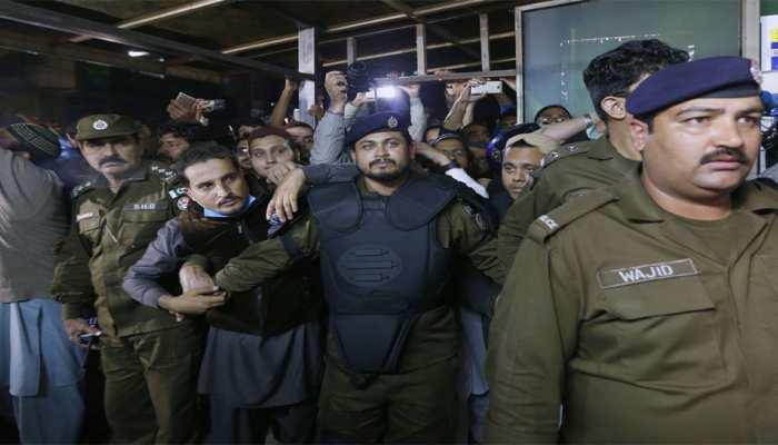 पाकिस्तान: 'तालिबान के गॉडफादर' का किया गया अंतिम संस्कार, चाकू घोंपकर की गई थी हत्या