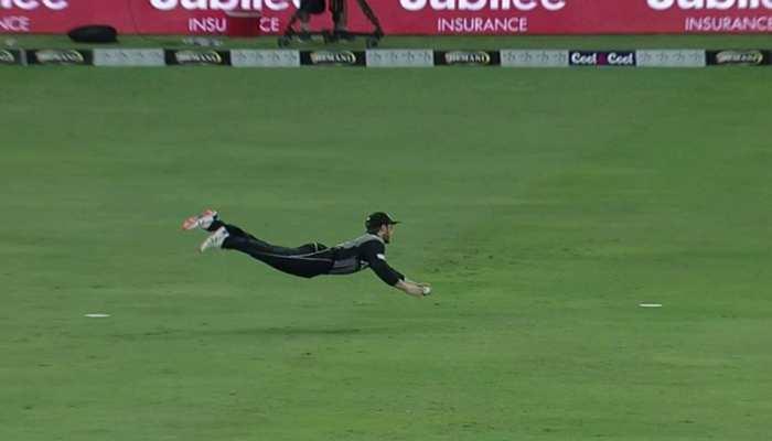 VIDEO: न्यूजीलैंड के कप्तान ने हवा में एक हाथ से लपका अद्भुत कैच, देखते रह गए सब