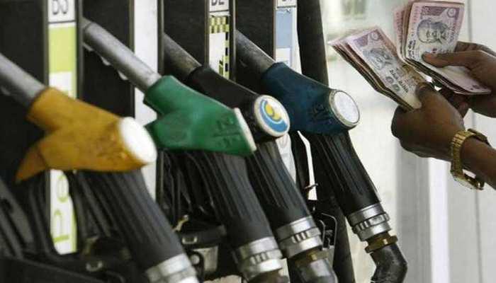 धनतेरस पर गिरे पेट्रोल-डीजल के भाव, जानें कितना सस्ता हुआ
