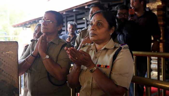 सबरीमाला में मंदिर में तैनात महिला पुलिसकर्मी भी 50 साल से अधिक उम्र की!