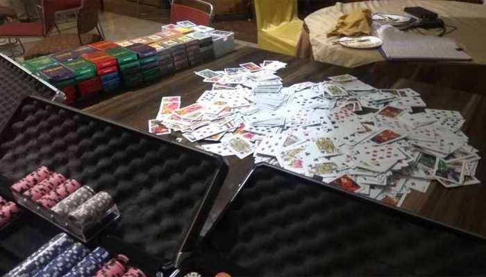 दीवाली से पहले खेला जा रहा था करोड़ों का जुआ, पुलिस ने छापा मारकर 100 लोगों को किया गिरफ्तार