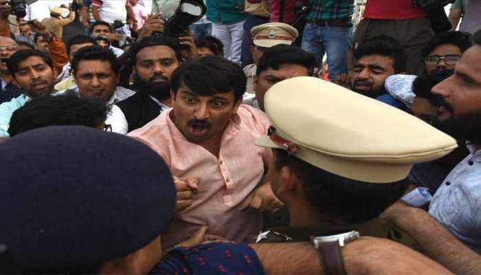 सिग्नेचर ब्रिज पर हंगामा: दिल्ली पुलिस ने तीन अलग-अलग केस किए दर्ज