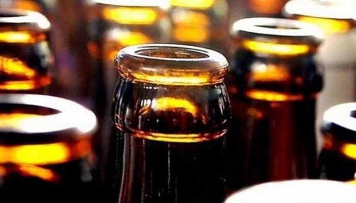 OMG! इस देश में लोग सोना डालकर पीते हैं शराब