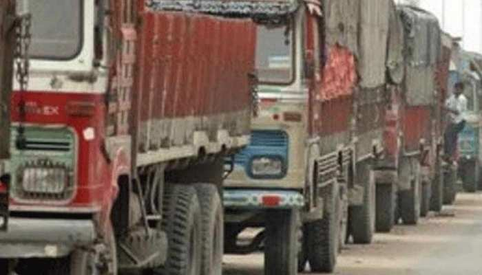 अभी भी सही नहीं हुई हवा, दिल्ली में आज भी नहीं मिलेगी ट्रकों को एंट्री