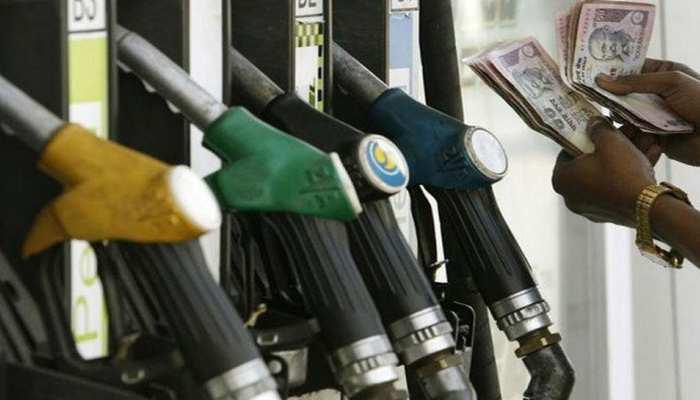 पेट्रोल के दामों में हुई 13 पैसे/लीटर की कटौती, डीजल भी हुआ सस्ता, जानें आज के रेट
