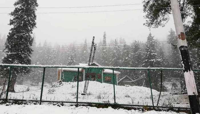 जम्मू कश्मीरः बर्फबारी ने बढ़ाई मुश्किल, कारगिल में तापमान -6.2