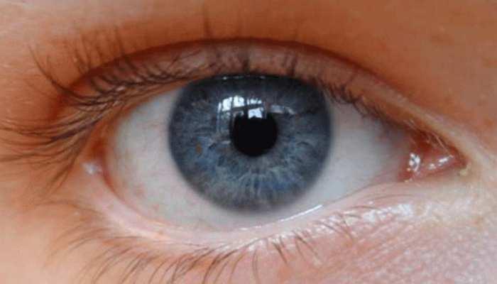 आंखों का रूखापन है खतरनाक, पढ़ने की घट जाती है रफ्तार
